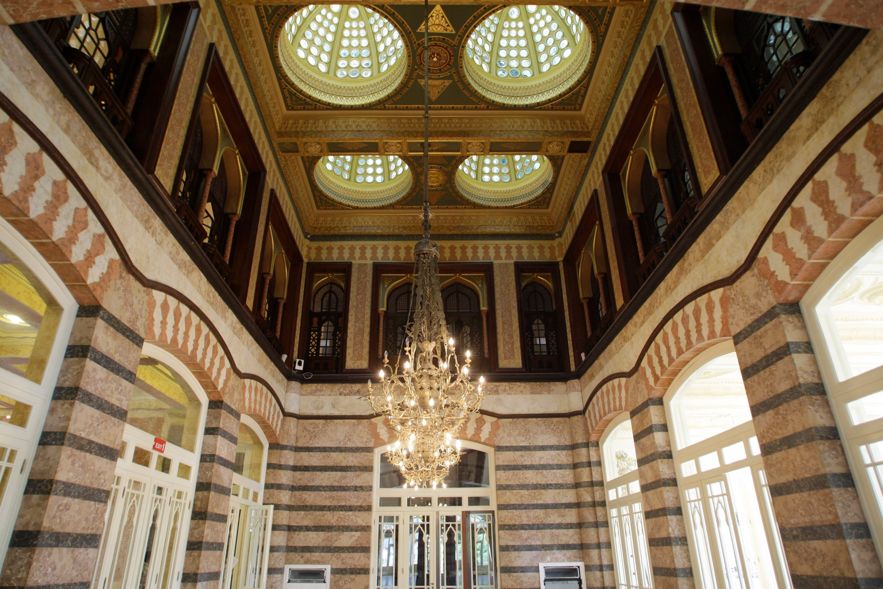 The main hall of Pera Palace is seen, in Istanbul, Turkey, July 30, 2010. (AP PHOTO)