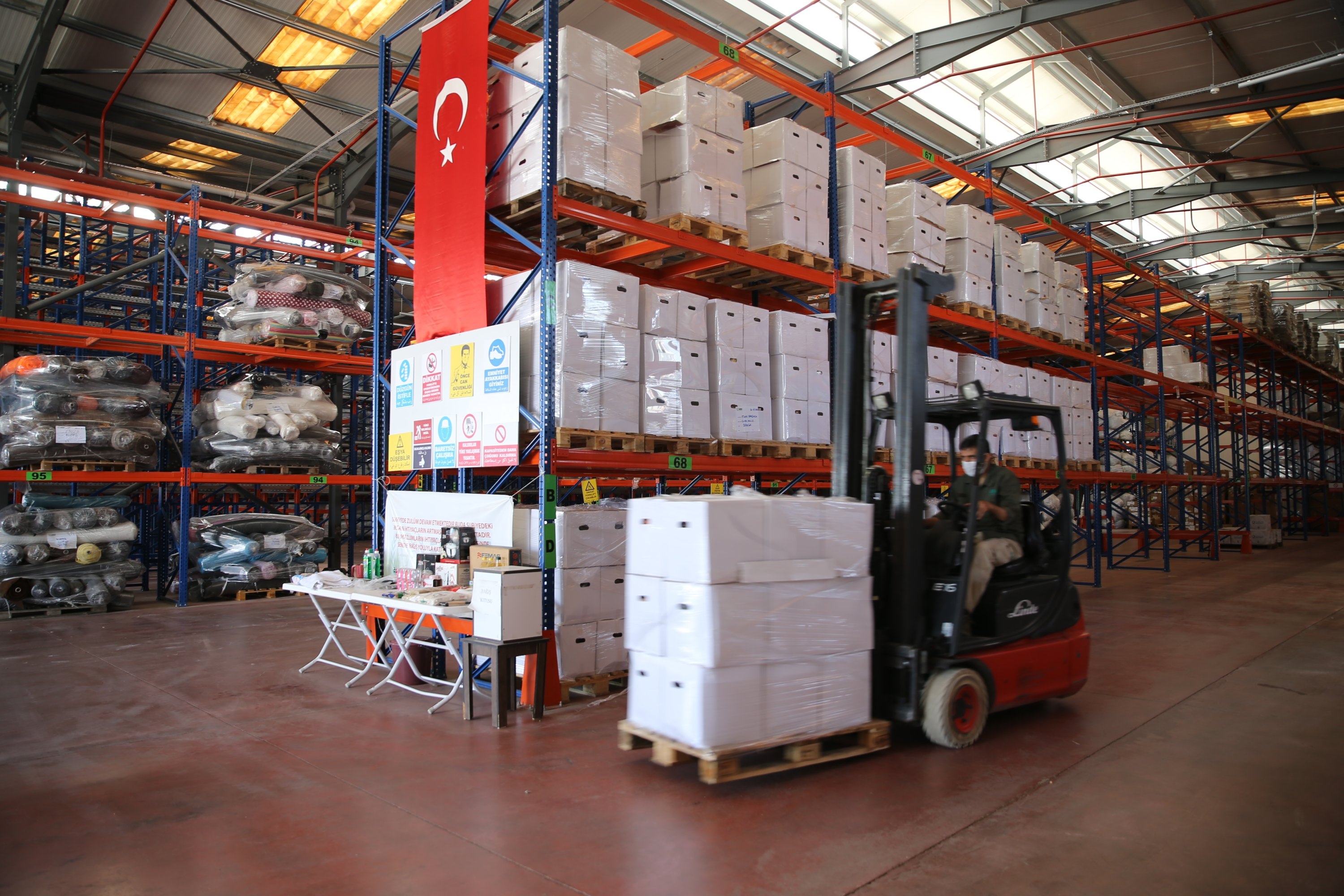 IHH provided 220,000 food packages to Idlib since the beginning of the year, July 19, 2020. (AA)