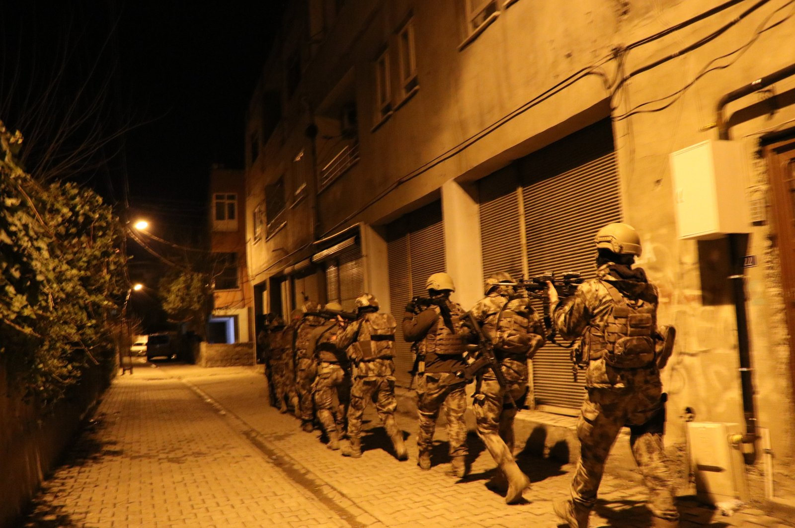 Turkish security forces regularly conduct counterterrorism operations against Daesh terrorists. (AA)