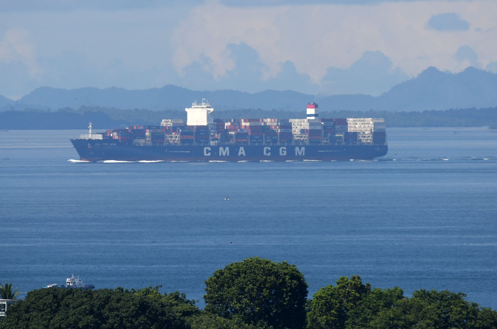 A container vessel leaves the port, Singapore, July 16, 2020. (AFP Photo)