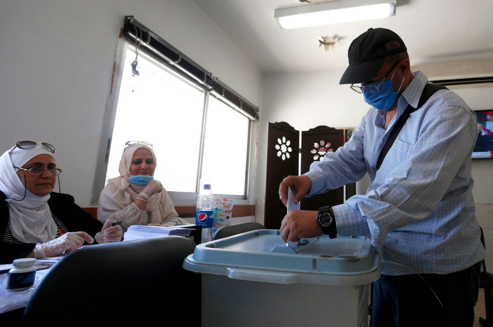 A man casts his ballot at a voting station during the parliamentary elections in Syria, Damascus, July 19, 2020. (AFP Photo)