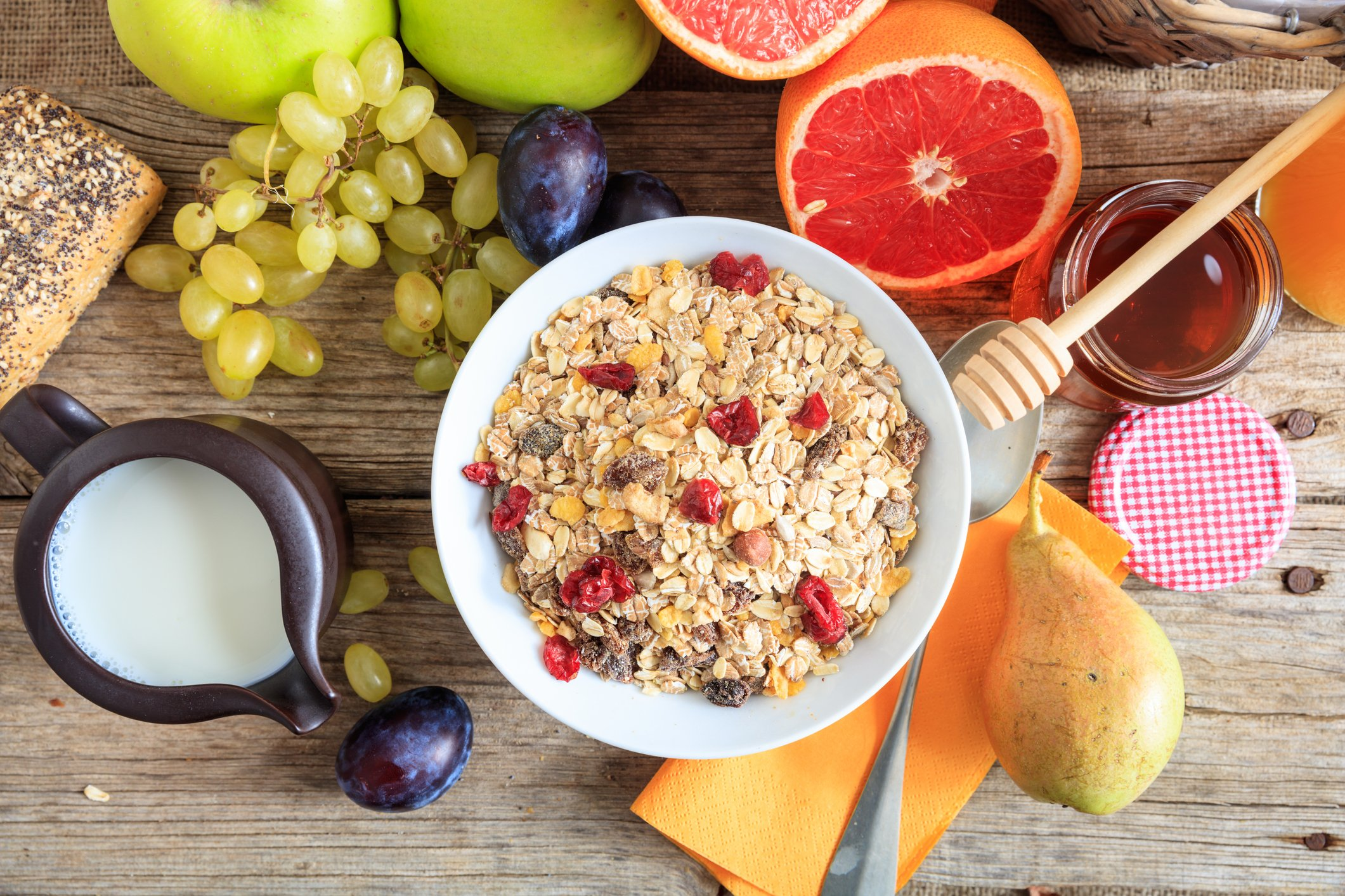 Gluten-free oats and fruit are a great gluten-free breakfast idea, especially in the summer. (iStock Photo)