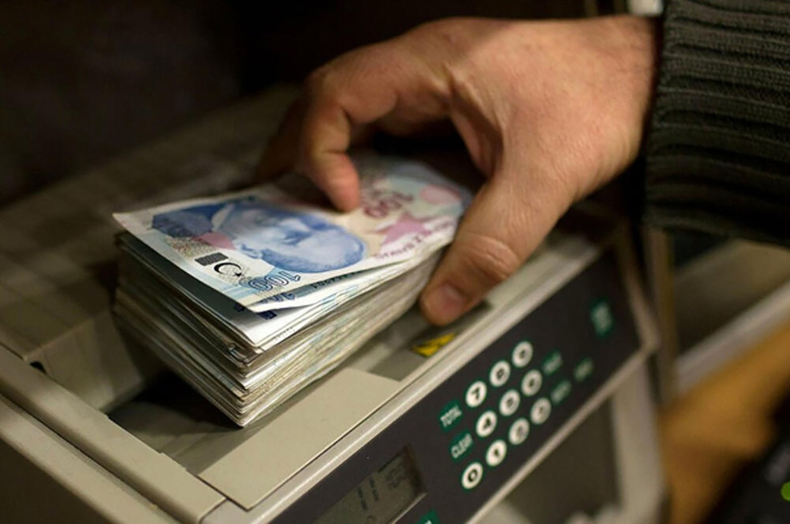 Turkey's short-term external debt stock amounted to $123.5 billion (TL 847 billion) as of the end of May. (File Photo)