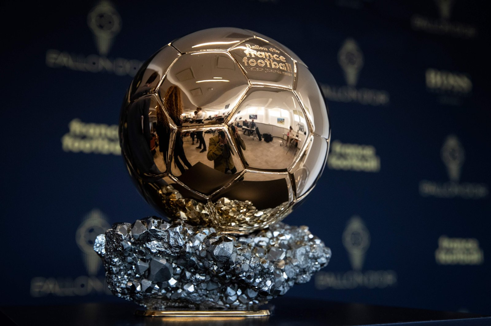 The Ballon d'Or trophy is displayed during a press conference on the outskirts of Paris, September 19, 2019. (AFP Photo)