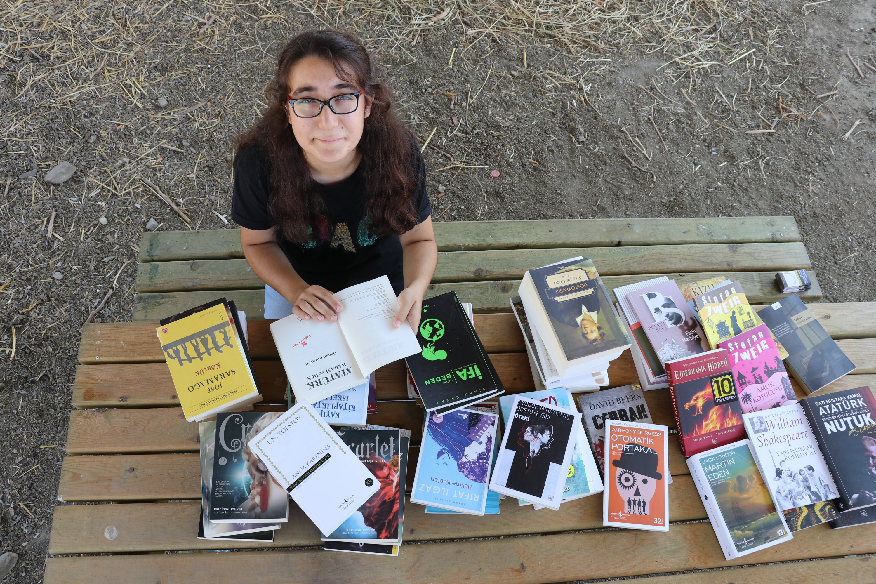 Shepherd girl's passion for books spurs donations from around Turkey thumbnail