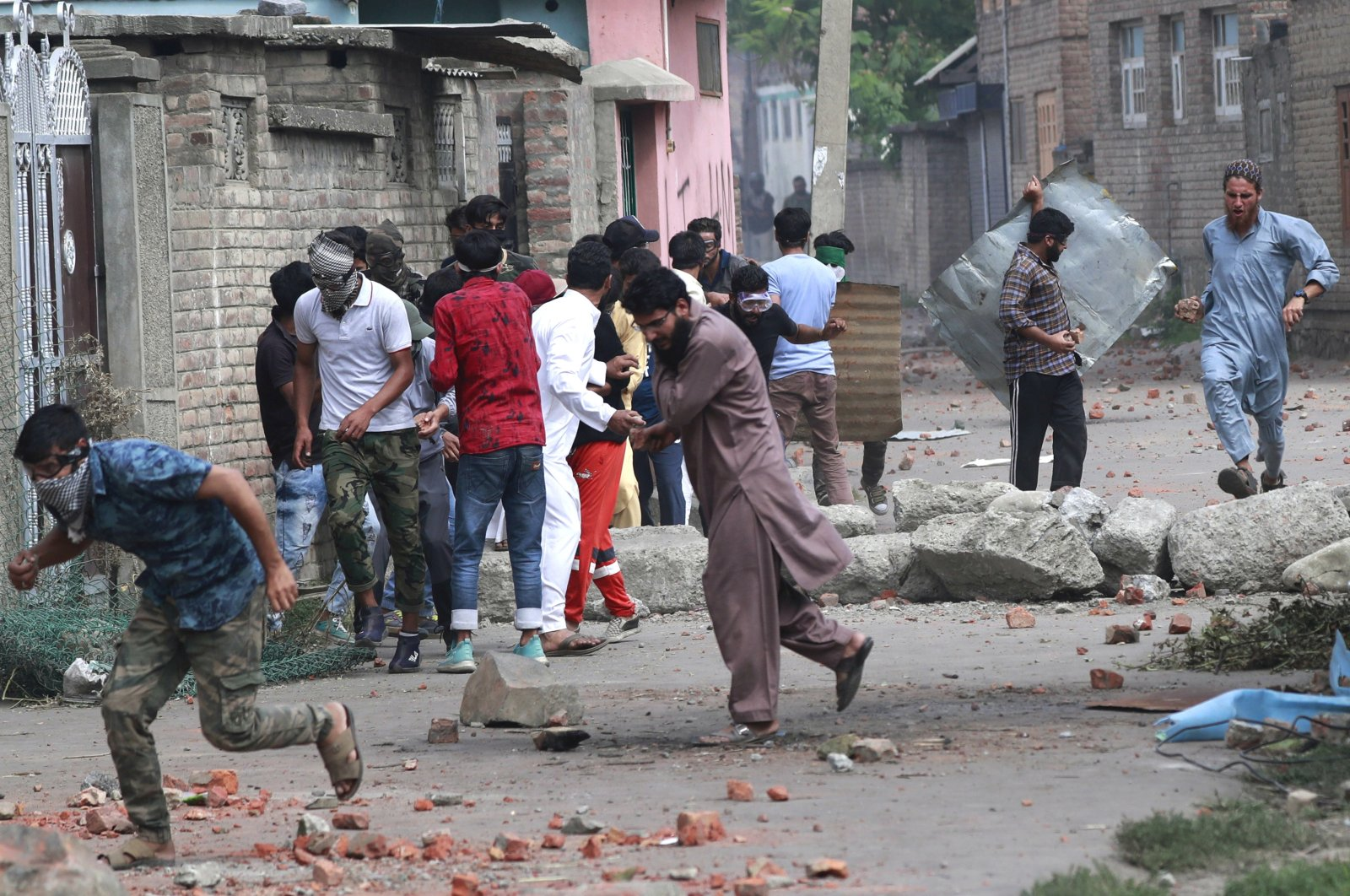 Kashmiris take cover as Indian security forces fire tear gas shells during clashes after the scrapping of the special constitutional status for Kashmir by the Indian government, Srinagar, Jammu and Kashmir, Aug. 30, 2019. (Reuters Photo)