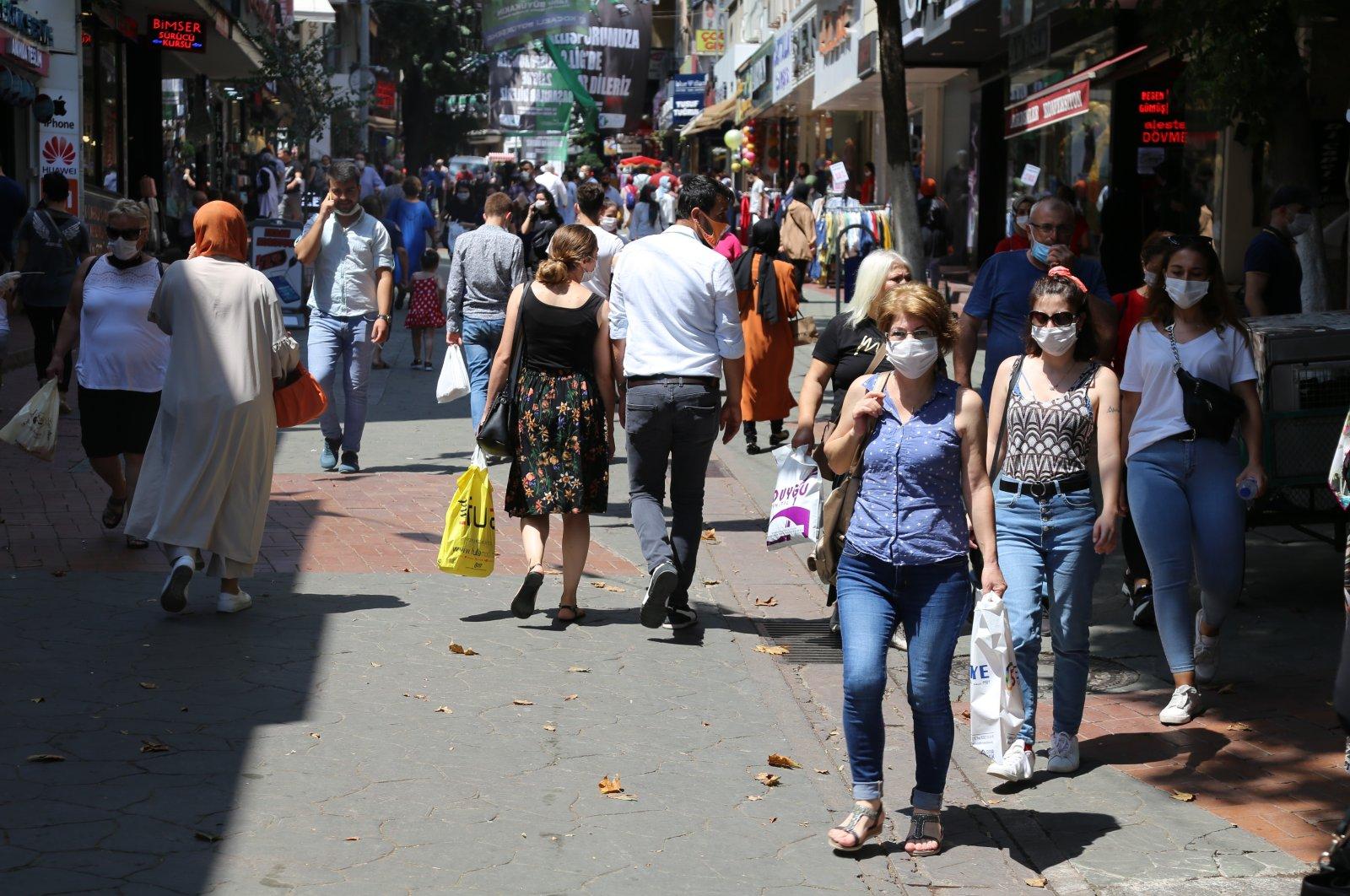 People wearing masks walk on a street in Kocaeli, in northwestern Turkey, July 22, 2020. (IHA Photo)