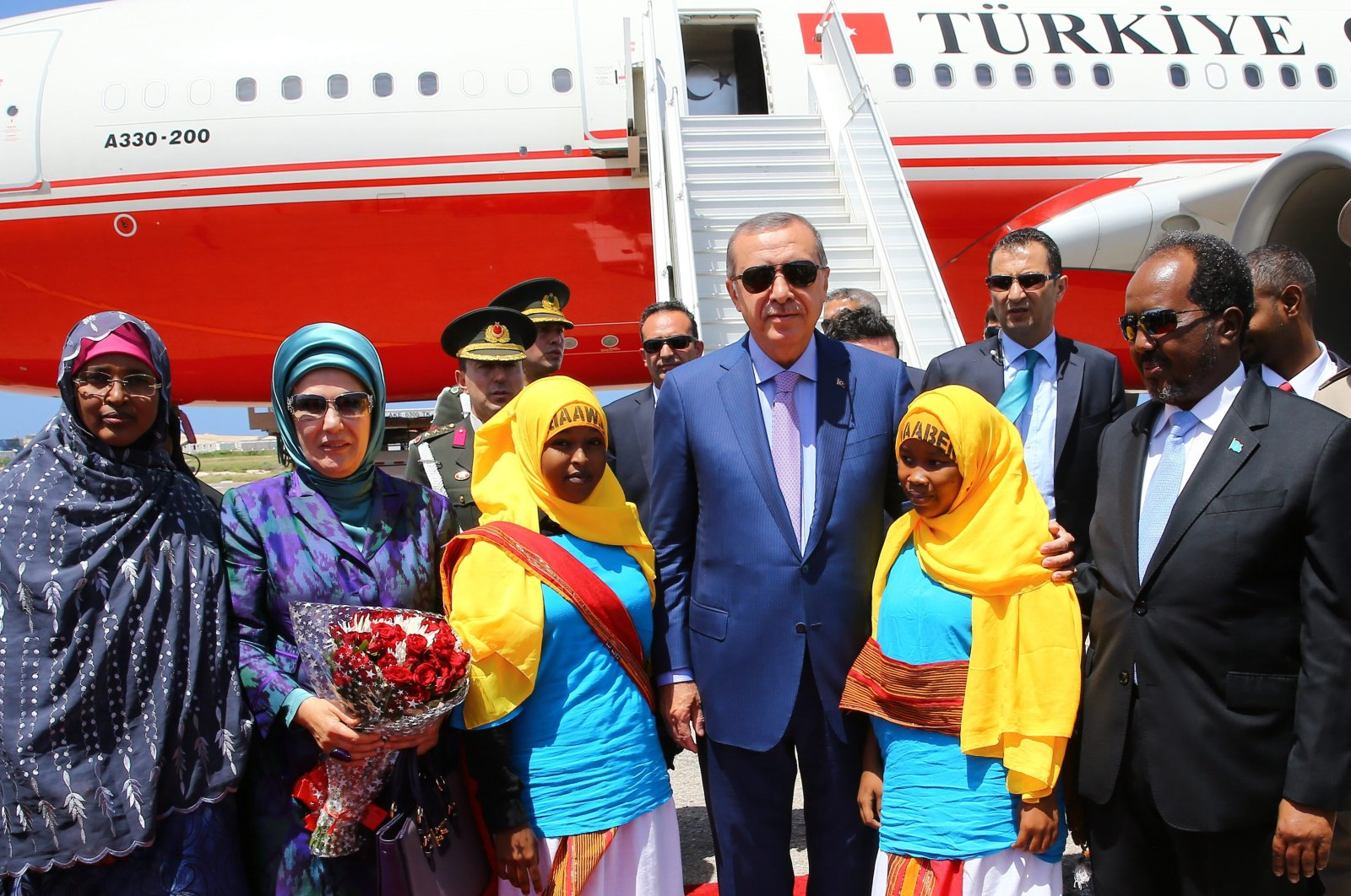 President Recep Tayyip Erdoğan and his wife Emine Erdoğan are greeted by officials during their visit to Mogadishu, Somalia, June 4, 2016. (AA Photo)