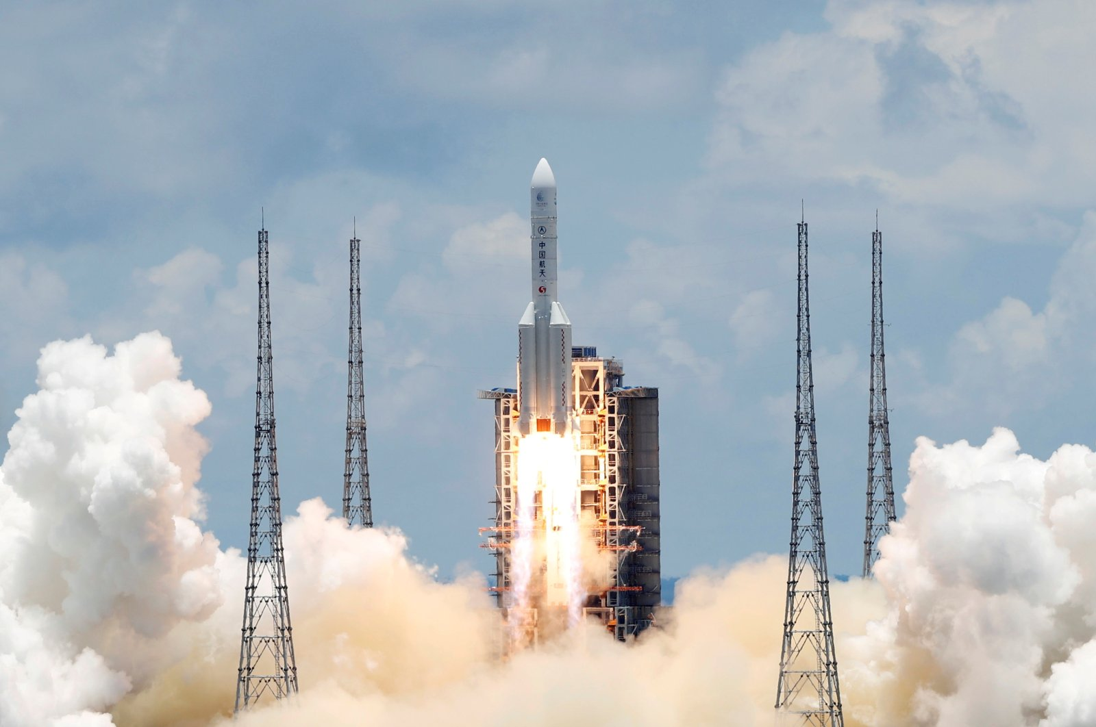 The Long March 5 Y-4 rocket, carrying an unmanned Mars probe of the Tianwen-1 mission, takes off from Wenchang Space Launch Center in Wenchang, Hainan Province, China, July 23, 2020. (Reuters Photo)