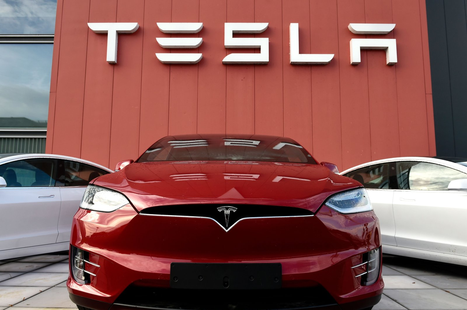 The Tesla logo marks the showroom and service center for the U.S. automotive and energy company Tesla in Amsterdam, the Netherlands, Oct. 23, 2019. (AFP Photo)