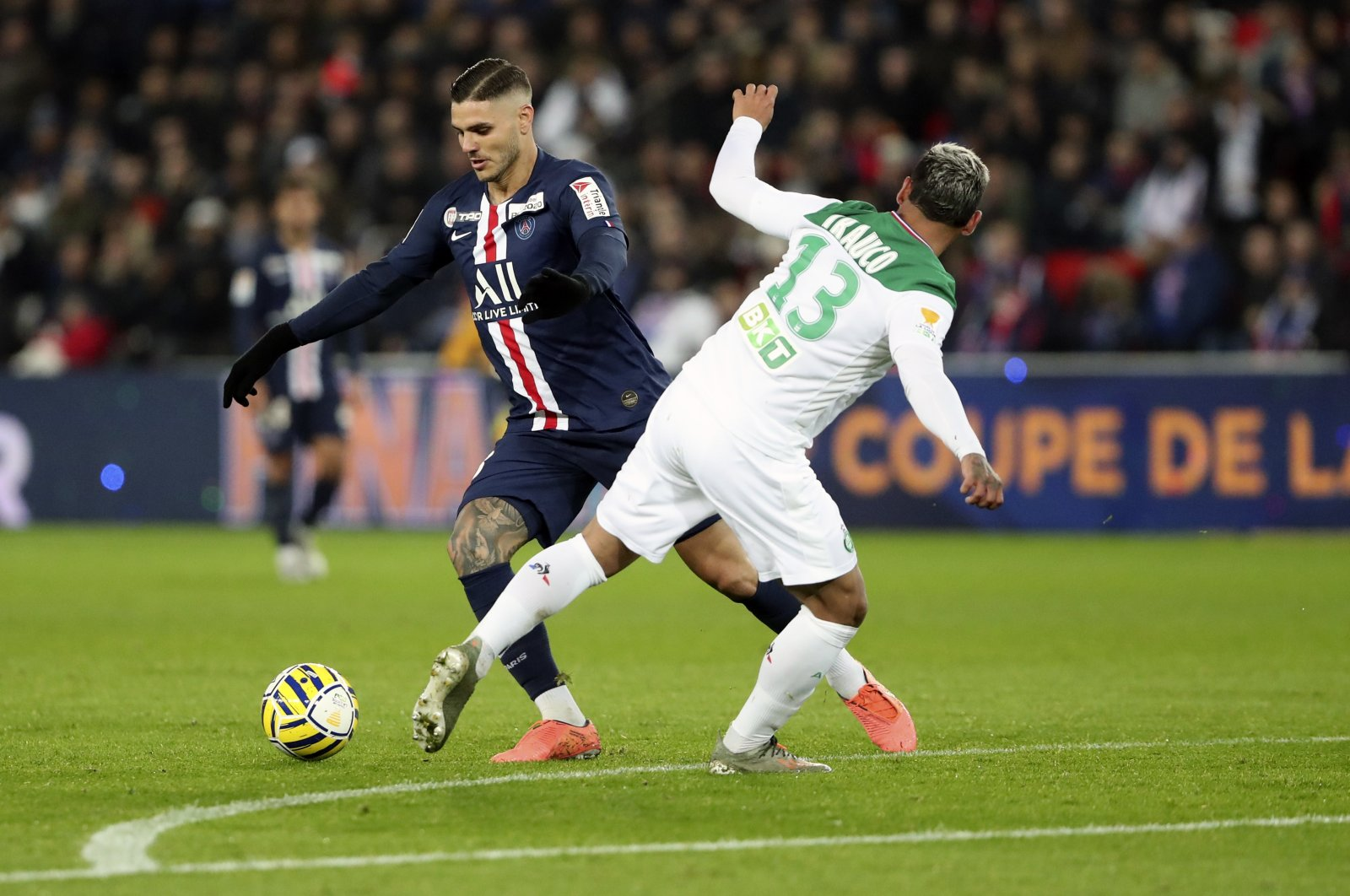 PSG's Mauro Icardi (L) goes past Saint-Etienne's Miguel Trauco during a French League Cup match in Paris, Jan. 8, 2020. (AP Photo)