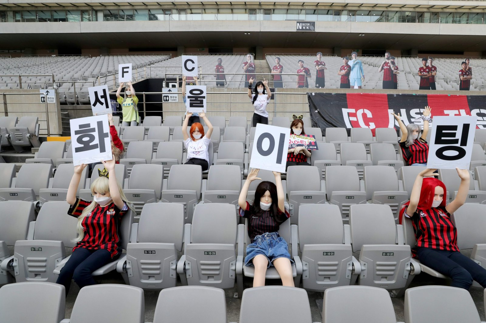 Mannequins are displayed at a FC Seoul football match in Seoul, South Korea, May 17, 2020. (AFP Photo)
