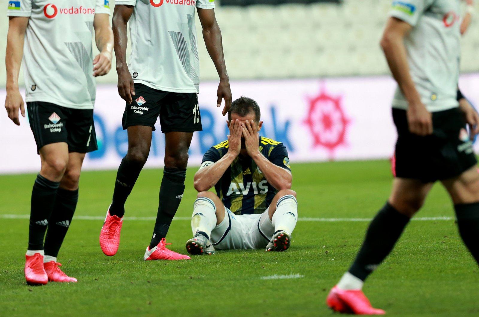Fenerbahçe's Emre Belözoğlu reacts during a Süper Lig match against Beşiktaş in Istanbul, Turkey, July 19, 2020. (AA Photo)