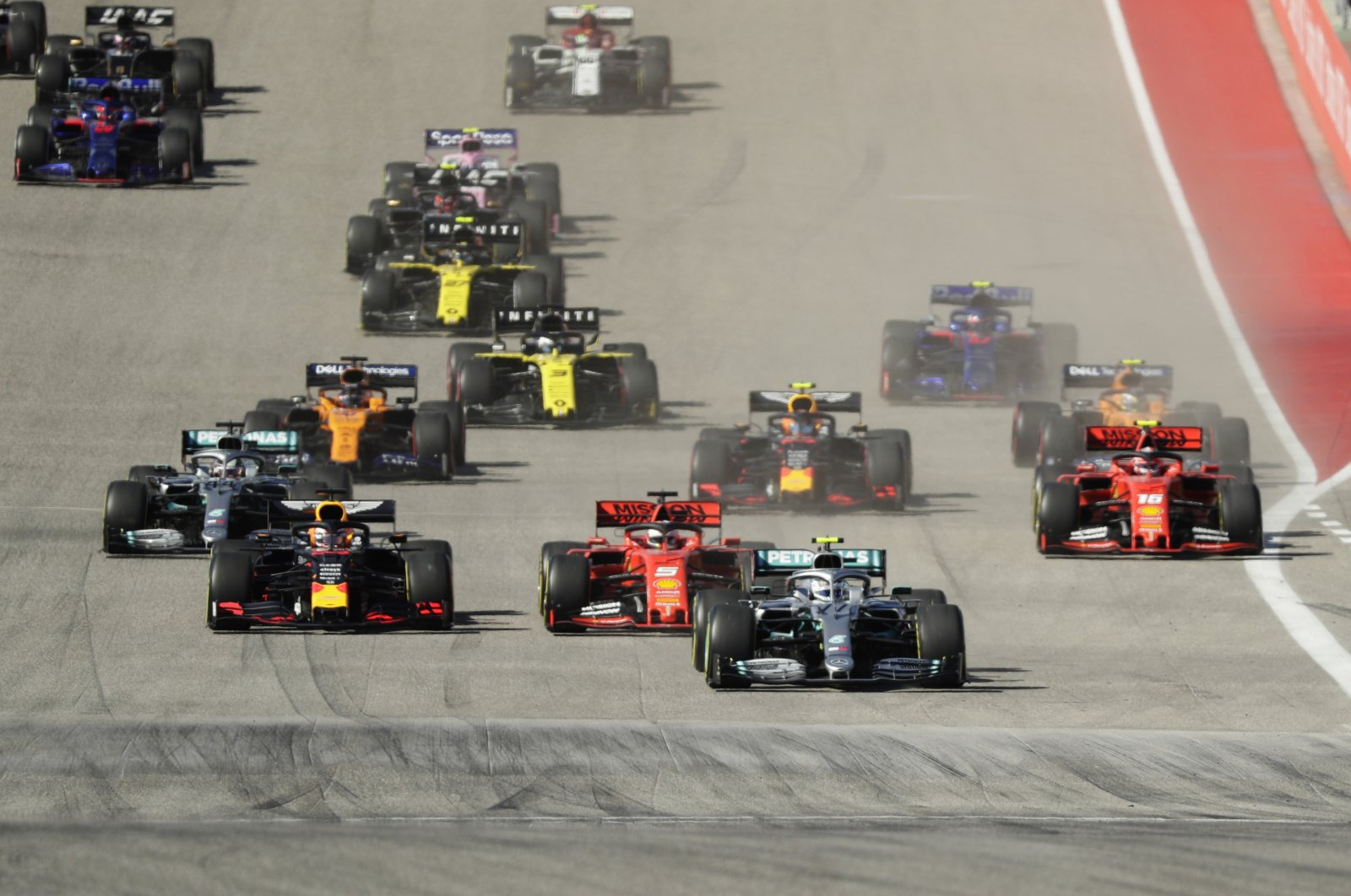 Mercedes driver Valtteri Bottas leads the field at the start of the Formula One U.S. Grand Prix in Austin, Texas, U.S., Nov. 3, 2019. (AP Photo)