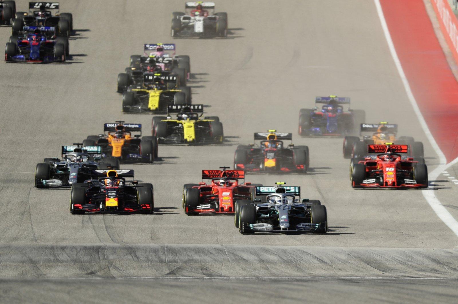 Mercedes driver Valtteri Bottas leads the field at the start of the Formula One U.S. Grand Prix in Austin, Texas, U.S., Nov. 3, 2019. (AP Photo)