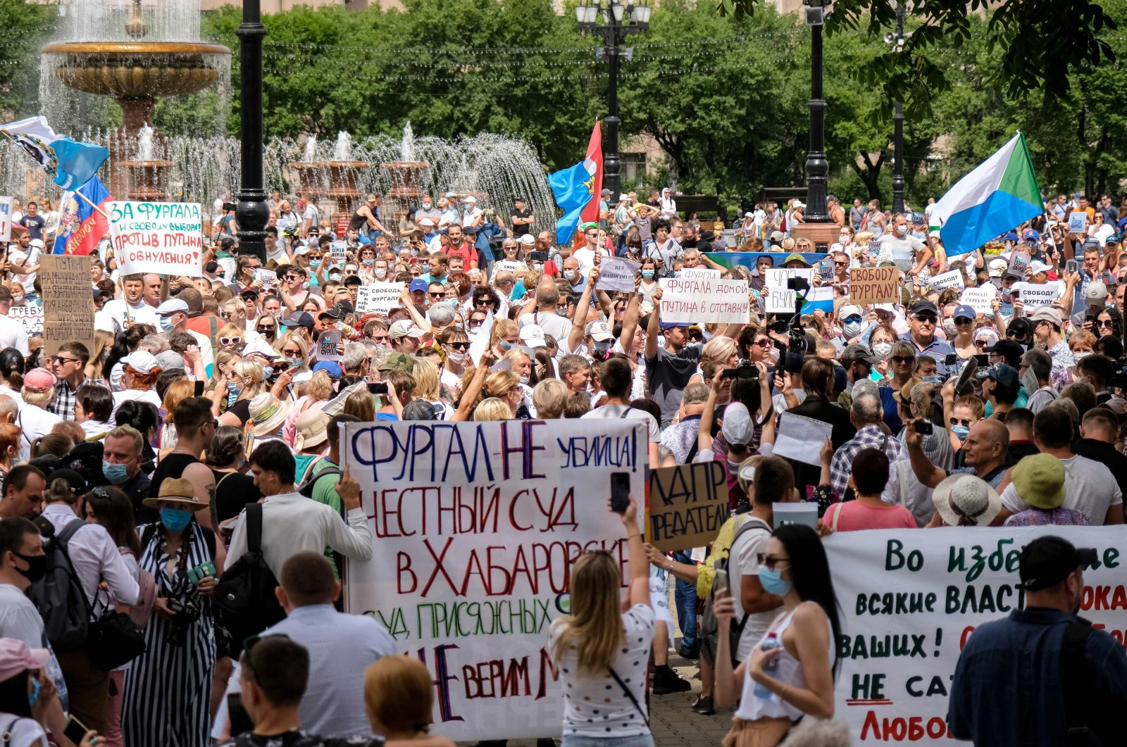 People hold banners and signs during a rally in support of Sergei Furgal, the governor of the Khabarovsk region who was arrested, in Khabarovsk, Russia, July 25, 2020. (AFP Photo)