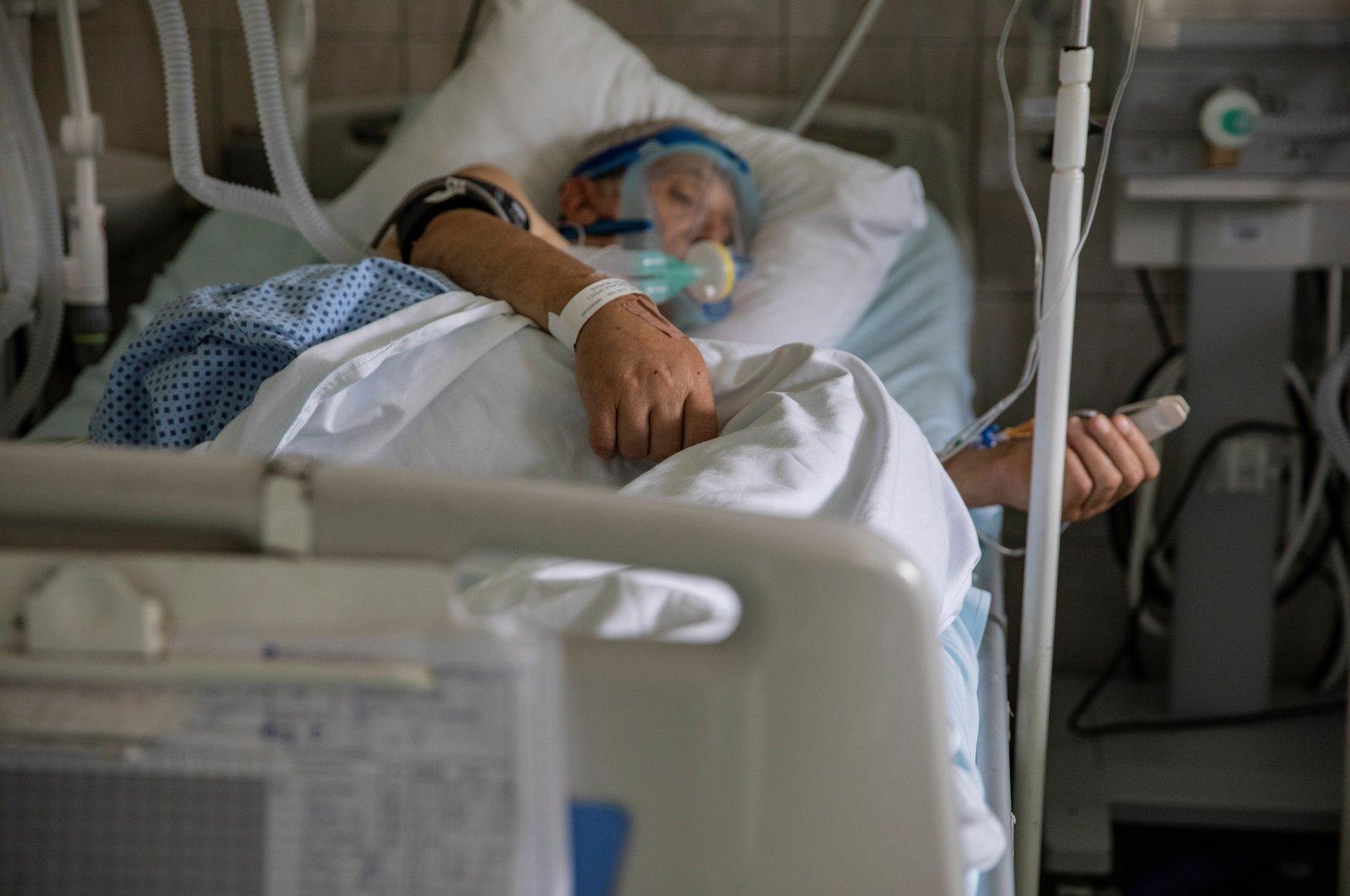 A patient suffering from the coronavirus disease (COVID-19) lies in bed at University Hospital Medical Center Bezanijska kosa in Belgrade, Serbia, July 25, 2020. (Reuters Photo)