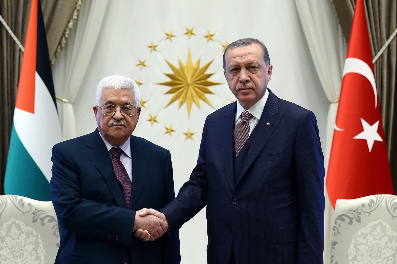 President Recep Tayyip Erdoğan shakes hands with Palestinian President Mahmoud Abbas at the Presidential Complex in Ankara on Oct. 28, 2017 (Sabah File Photo)