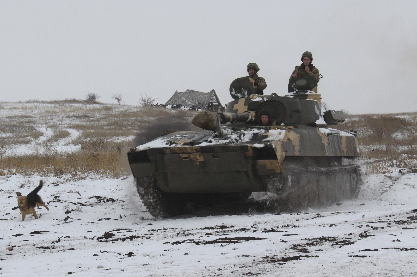 A Ukrainian armored personnel carrier moves toward a position at an undisclosed location in eastern Ukraine, Nov. 26, 2018. (AP Photo)