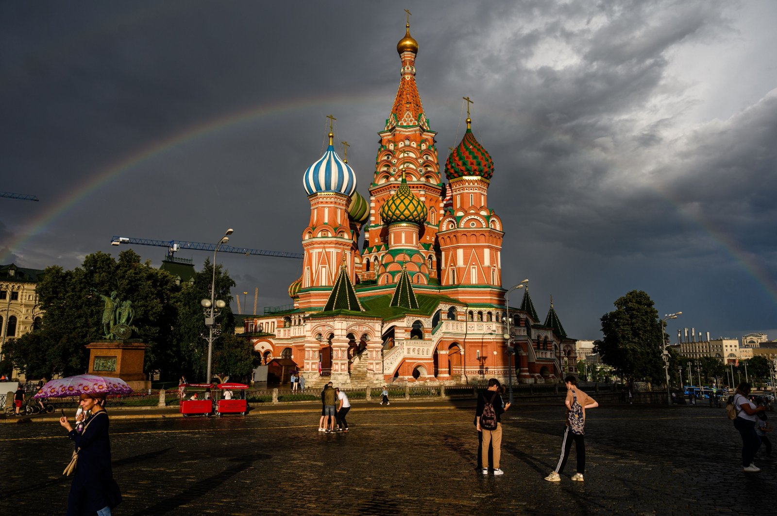People walk in front of St. Basil Cathedral in the Red Square, Moscow, July 20, 2020. (AFP Photo)