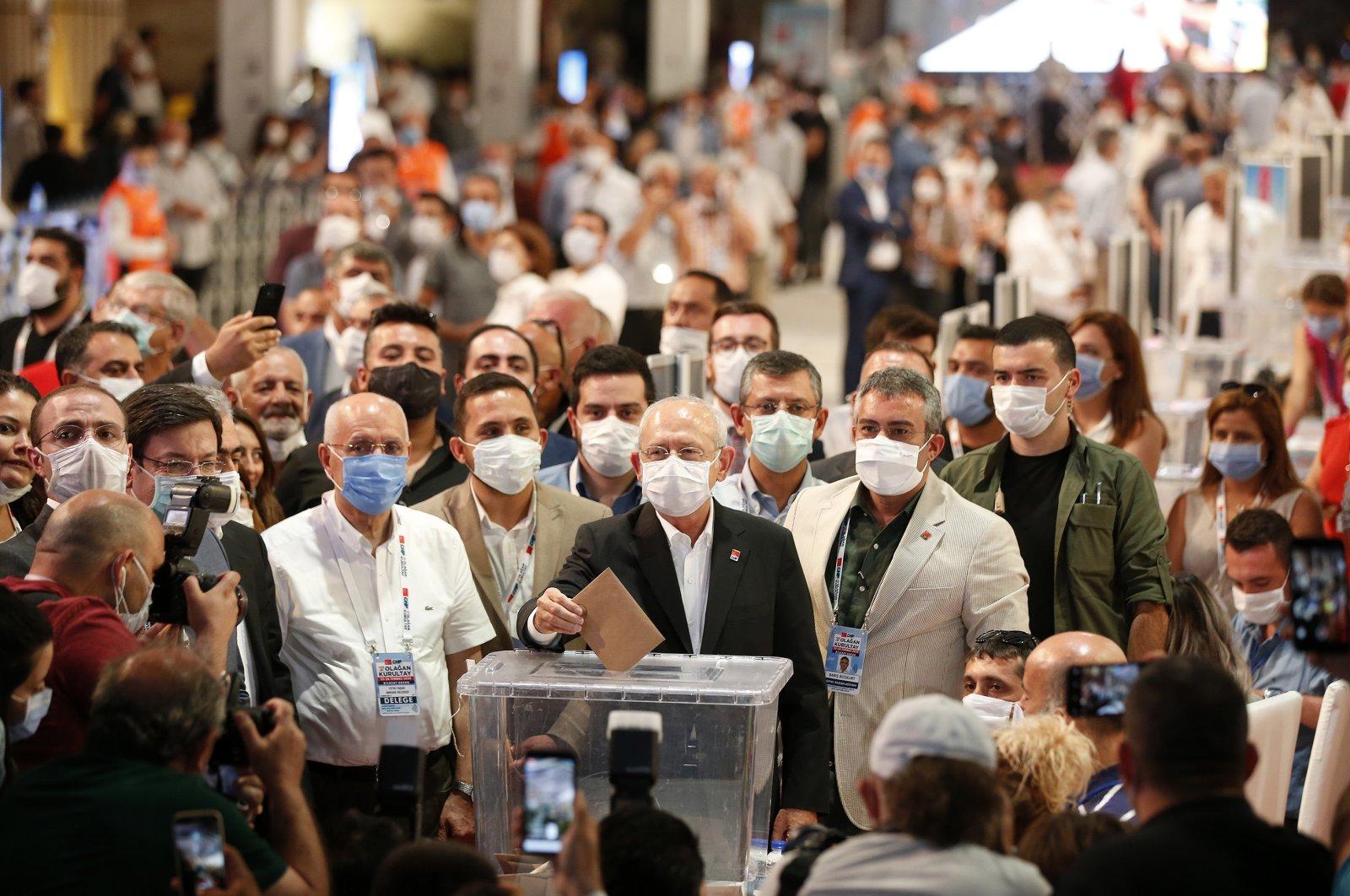 Republican People's Party (CHP) Chairman Kemal Kılıçdaroğlu casts his vote at his party's 37th general congress at Bilkent Odeon in Ankara, Turkey, July 25, 2020. (AA Photo)