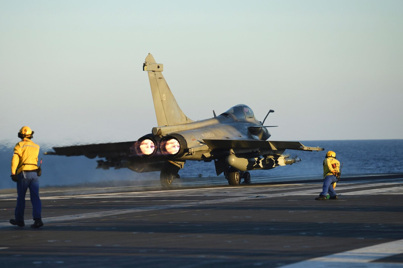 A Rafale fighter jet is ready to be catapulted from the French aircraft carrier Charles de Gaulle at the start of the Operation Arromanches 3 in east Mediterannee sea, on September 30, 2016. (AFP Photo)