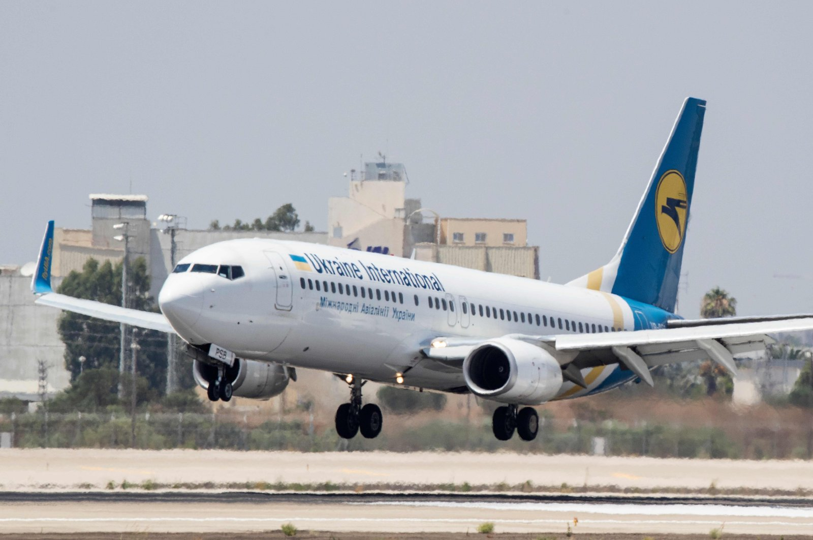 A Boeing 737-3E7 from Ukraine International Airlines lands at Israel's Ben Gurion International airport on the outskirts of Tel Aviv, July 4, 2017. (AFP Photo)
