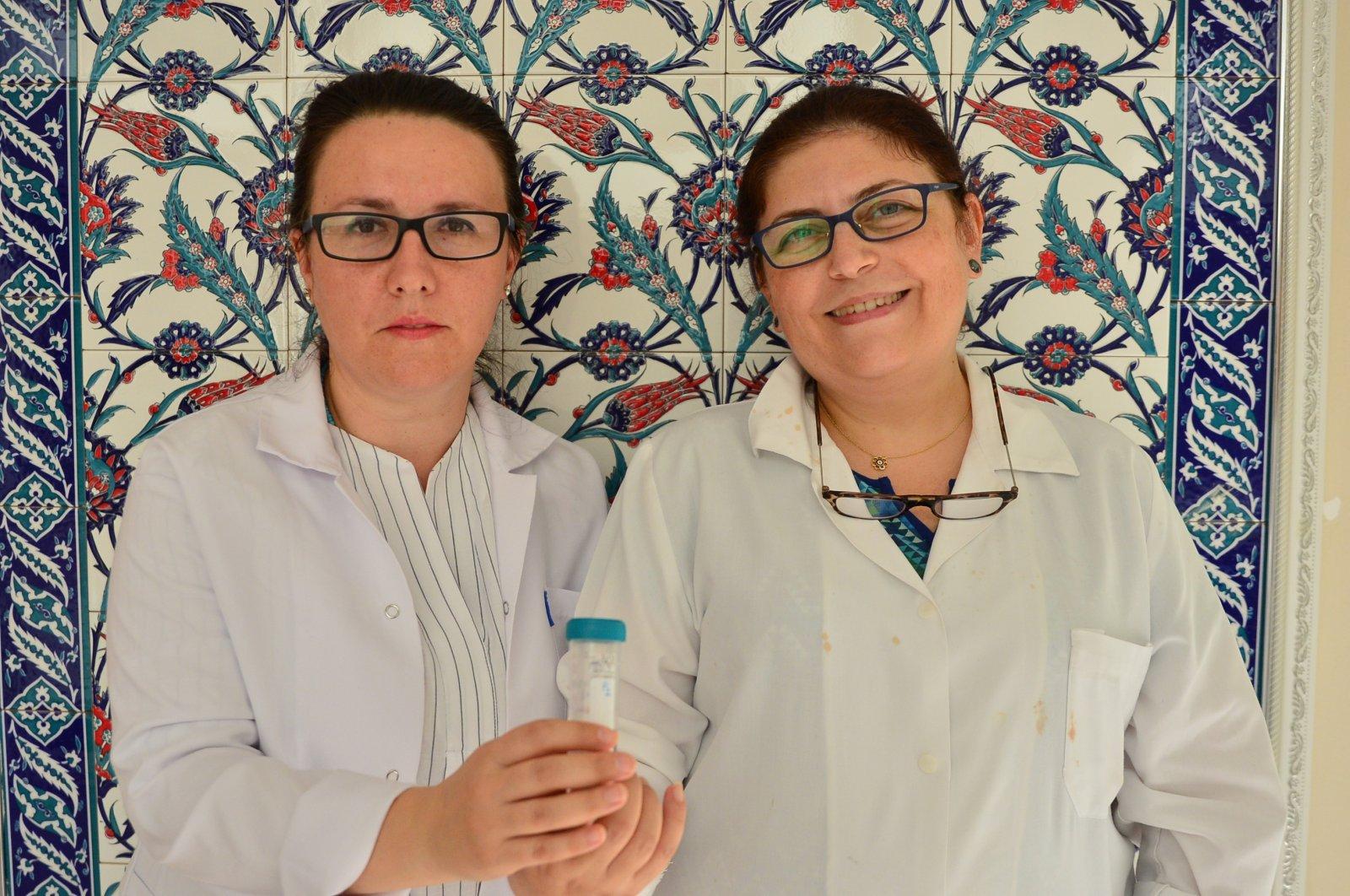 Researchers Dilvin Ipek (L) and associate professor Nükhet Zorba pose with the disinfectant they created at Çanakkale Onsekiz Mart University, July 24, 2020. (AA Photo)