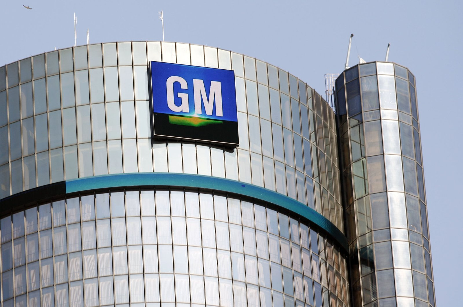 The General Motors logo on the world headquarters building is seen in Detroit, Michigan, U.S., Sept. 17, 2015. (Getty Images / AFP Photo)