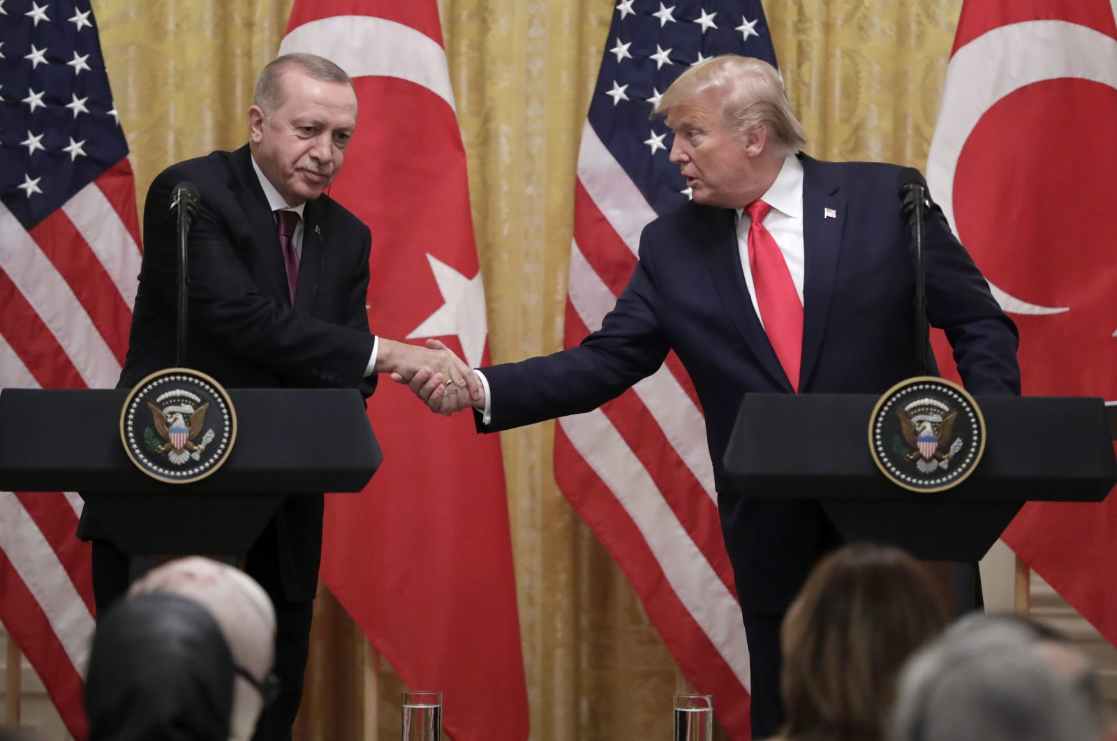President Recep Tayyip Erdoğan (L) and U.S. President Donald Trump shake hands during a news conference in the East Room of the White House, Washington, Nov. 13, 2019. (AP Photo)