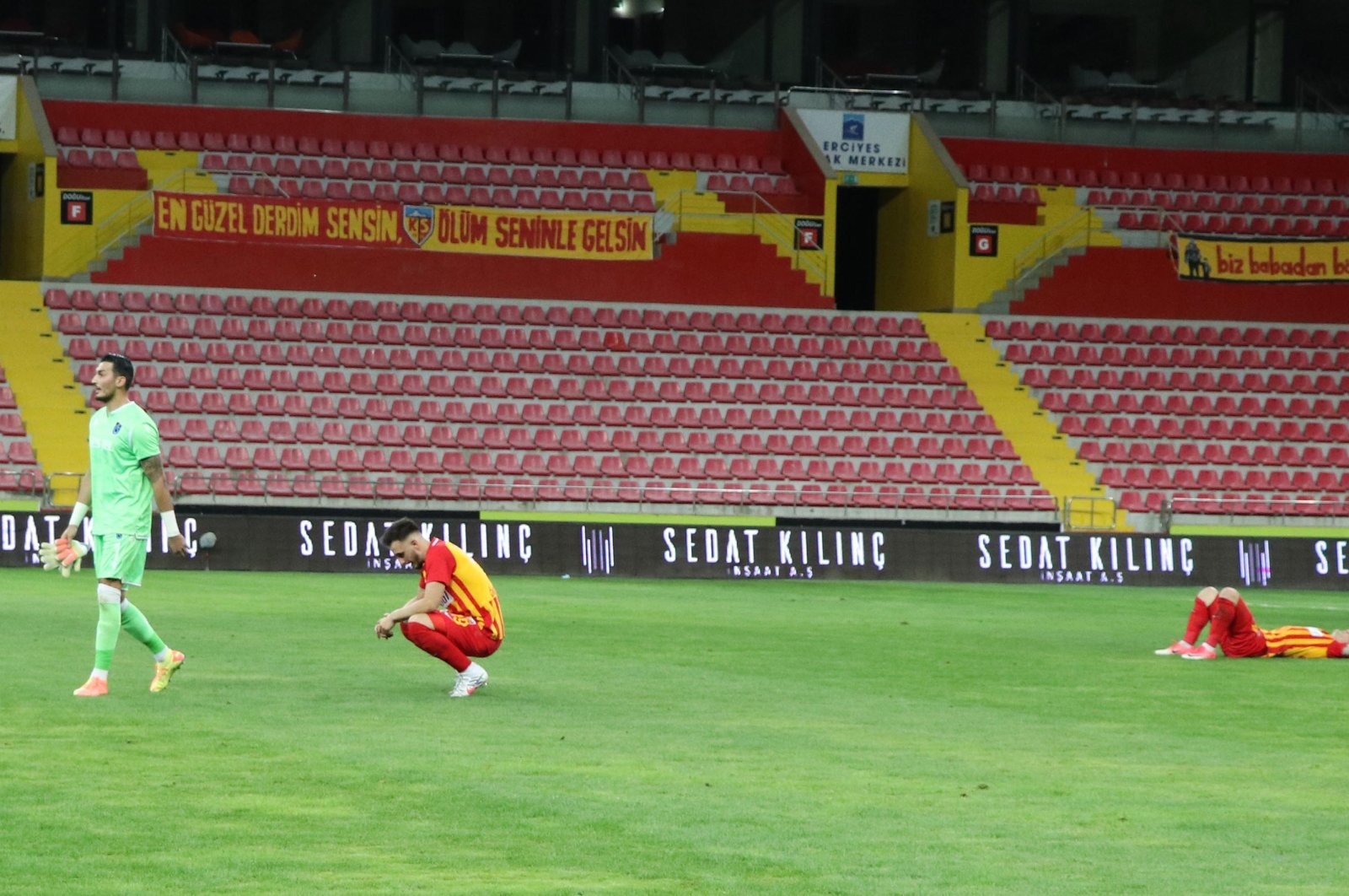 Kayserispor players react after losing a Süper Lig match against Trabzonspor in Kayseri, Turkey, July 25, 2020. (DHA Photo)