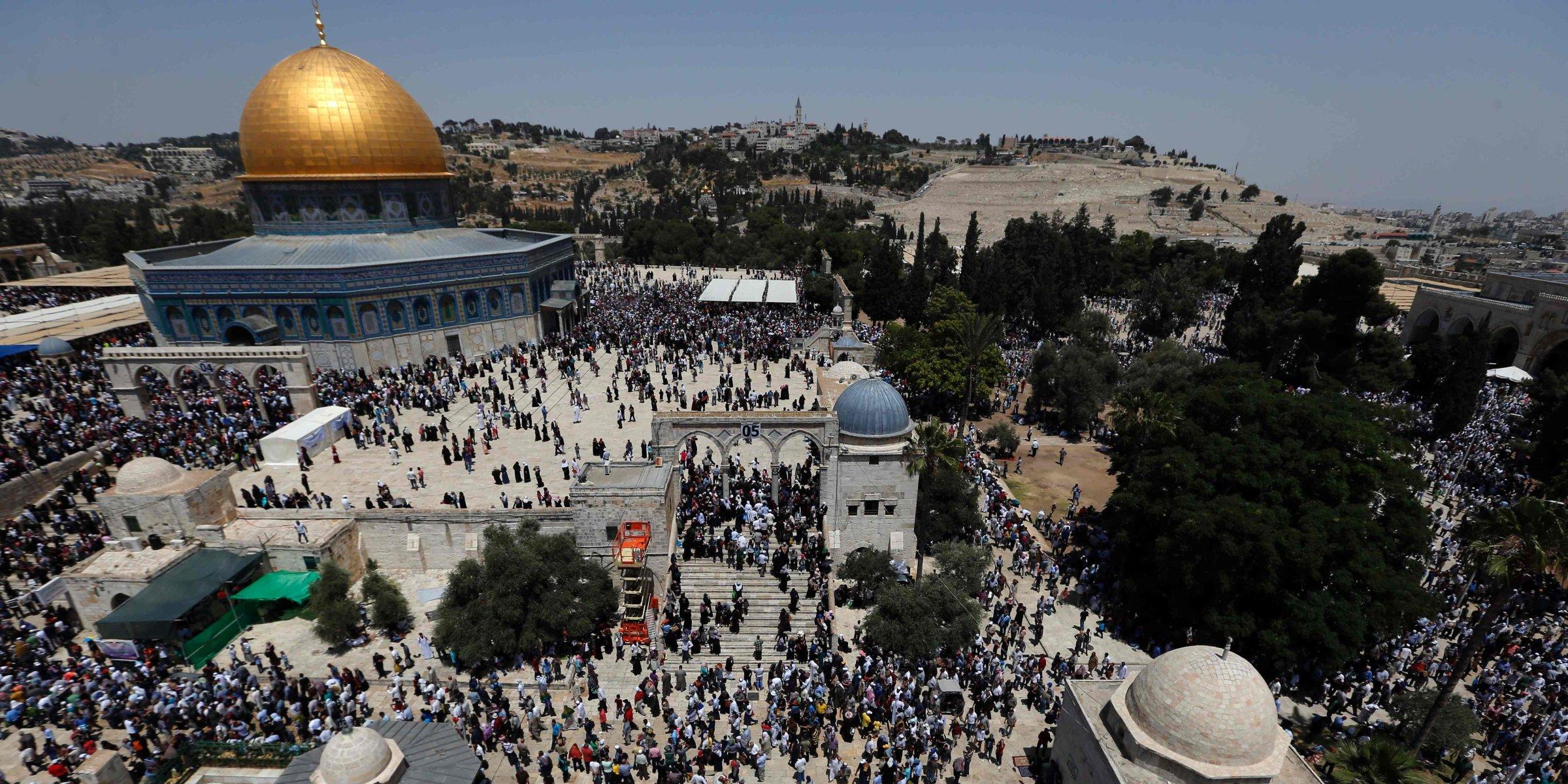 More than 900 Jewish settlers storm Jerusalem's Al-Aqsa Mosque