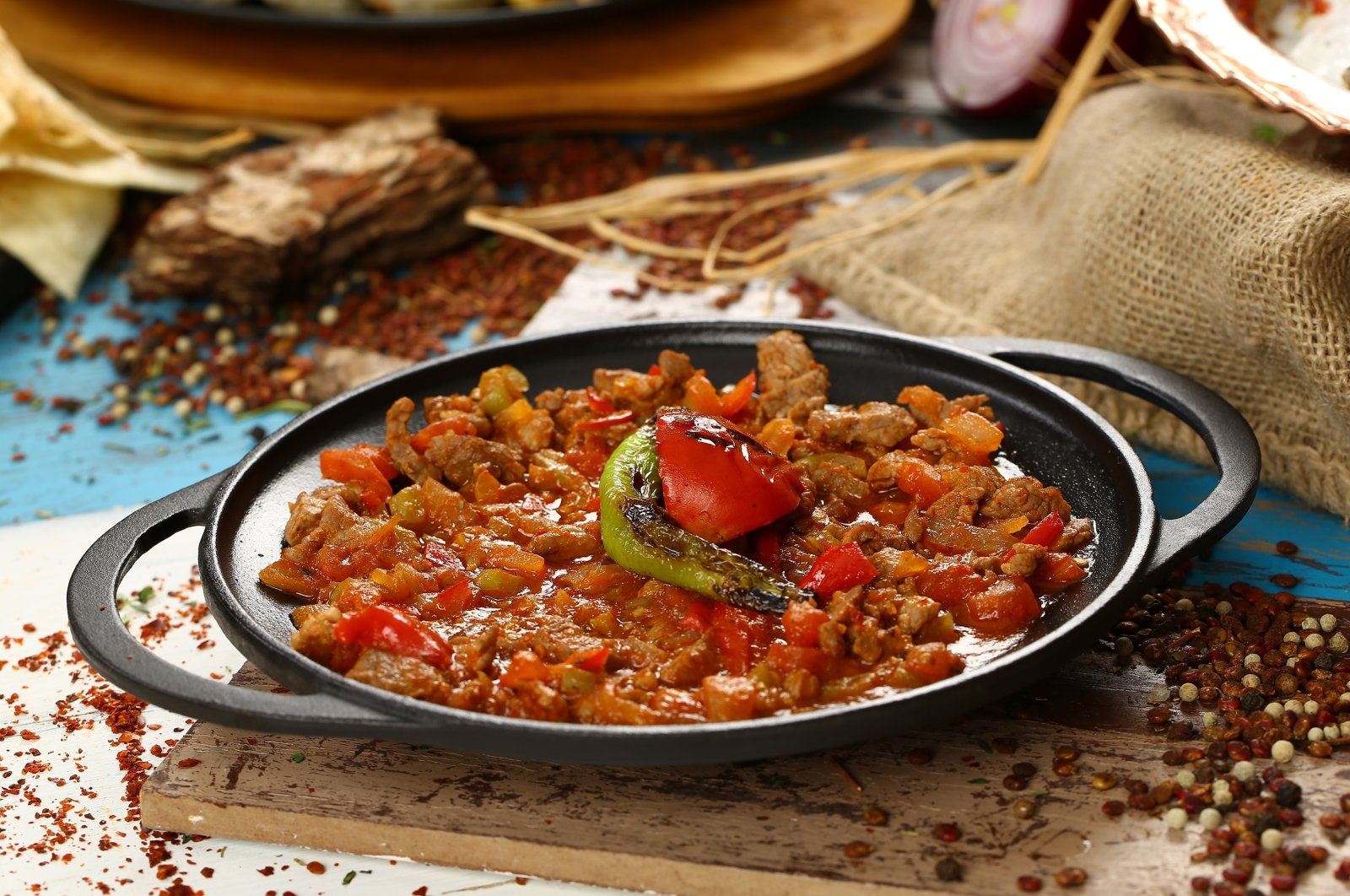 """Eating """"kavurma"""" (braised meat) for breakfast during Qurban Bayram is a Turkish tradition. (Shutterstock Photo)"""