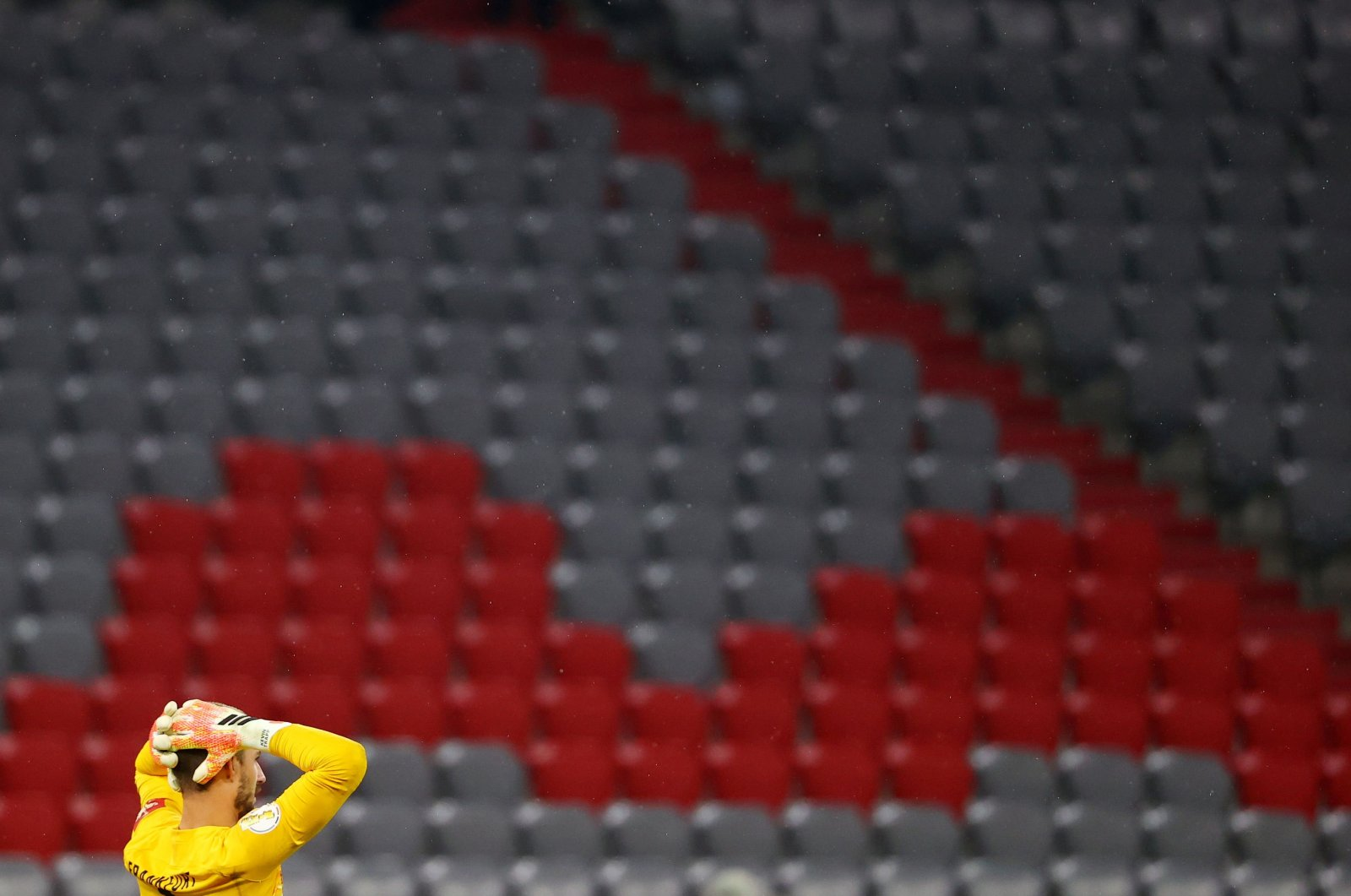Frankfurt goalkeeper Kevin Trapp reacts in front of empty stands during the German Cup (DFB Pokal) semifinal match against Bayern Munich in Munich, Germany, June 10, 2020. (AFP Photo)