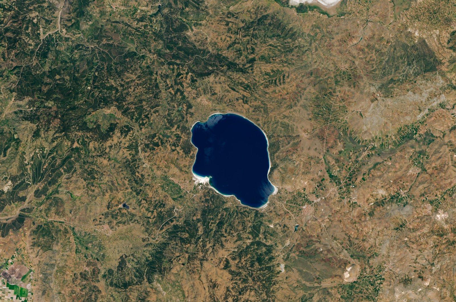 A satellite image captured by the Operational Land Imager (OLI) instrument on Landsat 8 shows Turkey's Lake Salda on June 8, 2020. (Photo: Landsat 8/NASA Earth Observatory)