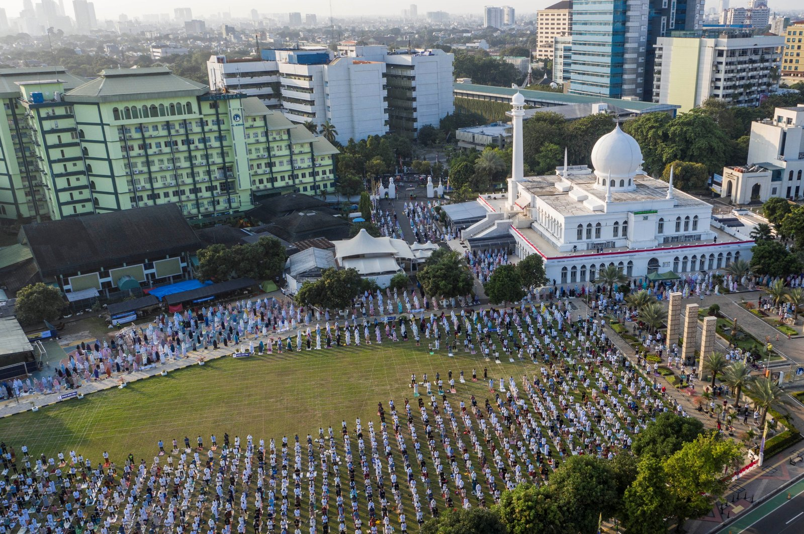 An aerial picture of Indonesian Muslims offering Eid al-Adha prayers at the Great Mosque of Al-Azhar, during the outbreak of the coronavirus disease (COVID-19) in Jakarta, Indonesia, July 31, 2020. (Antara Foto via Reuters)
