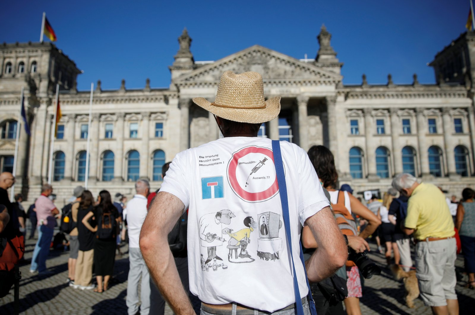 Right-wing groups protest against the coronavirus measures, Berlin, July 31, 2020. (REUTERS Photo)