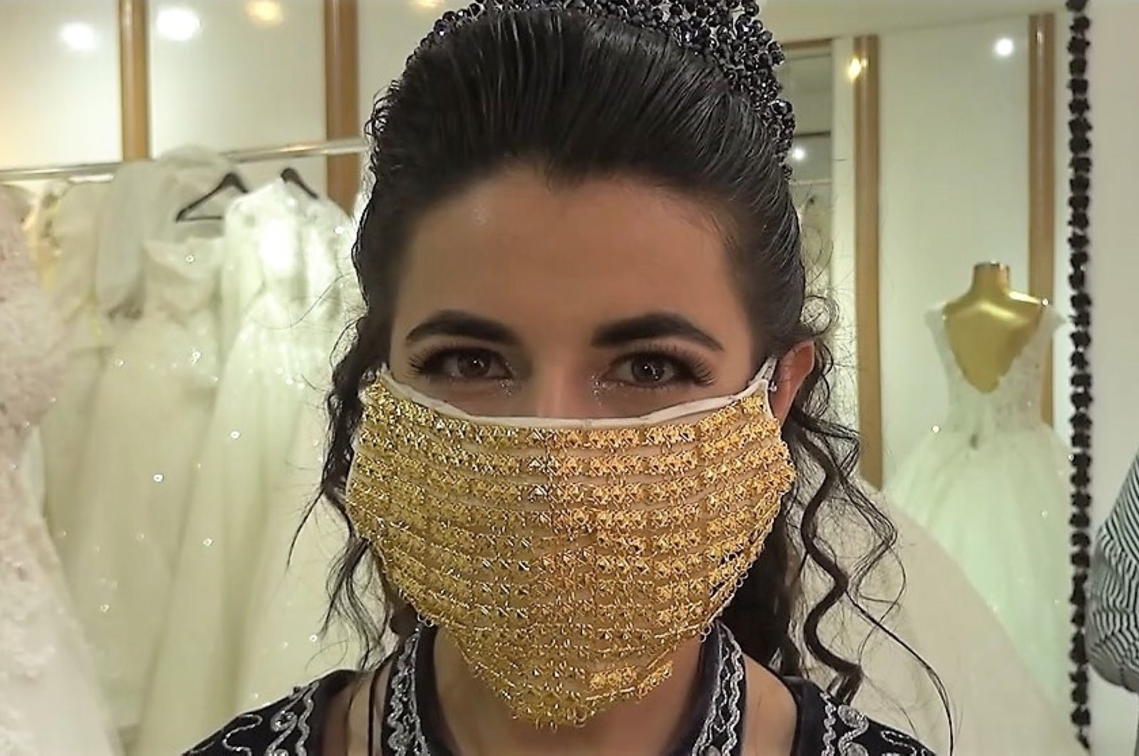 A bride sports a golden mask on her wedding day in the southeastern city of Kahramanmaraş, Turkey, Aug. 1, 2020. (IHA Photo)