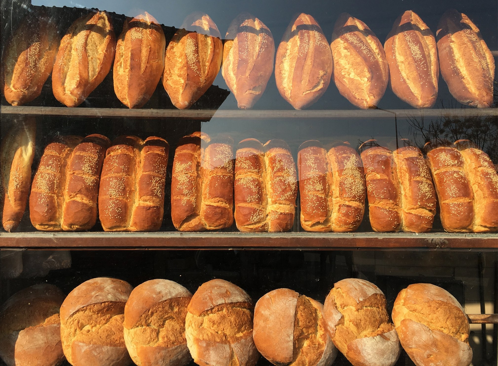 A range of breads, including classic white bread loaves (top) and Trabzon bread (bottom) are seen at a bakery in Buldan, Denizli, southwestern Turkey. (iStock Photo)