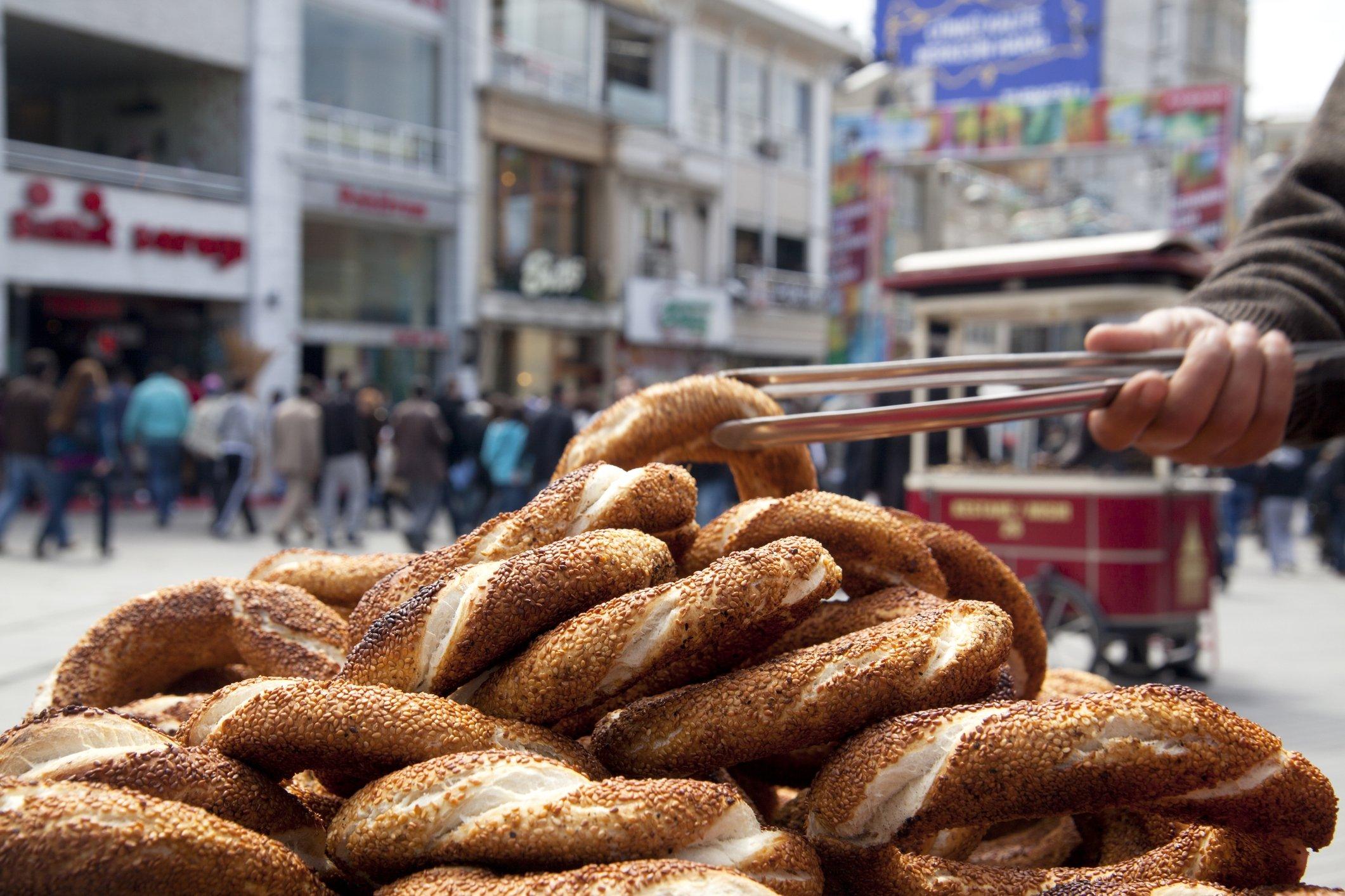 A street vendor sells simit on Istiklal Street in Taksim, Istanbul, April, 17, 2011. (iStock Photo)