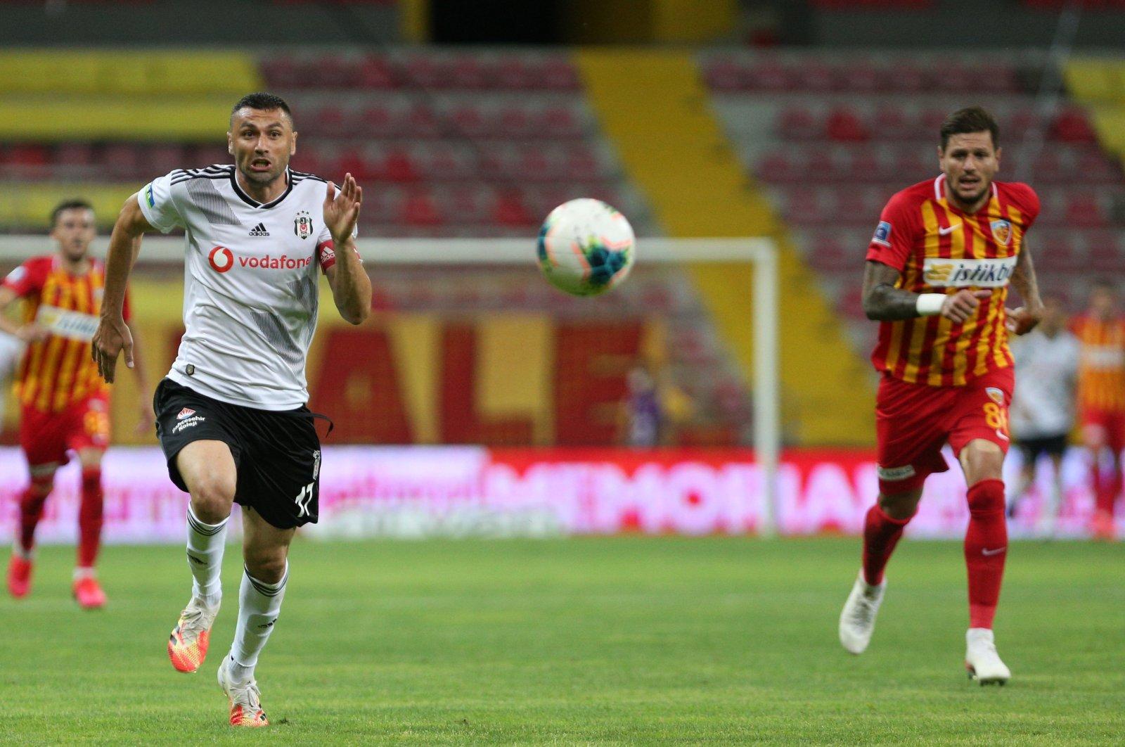 Beşiktaş striker Burak Yılmaz (L) was signed by French club LOSC Lille on a free transfer on Aug. 1, 2020. (AA Photo)