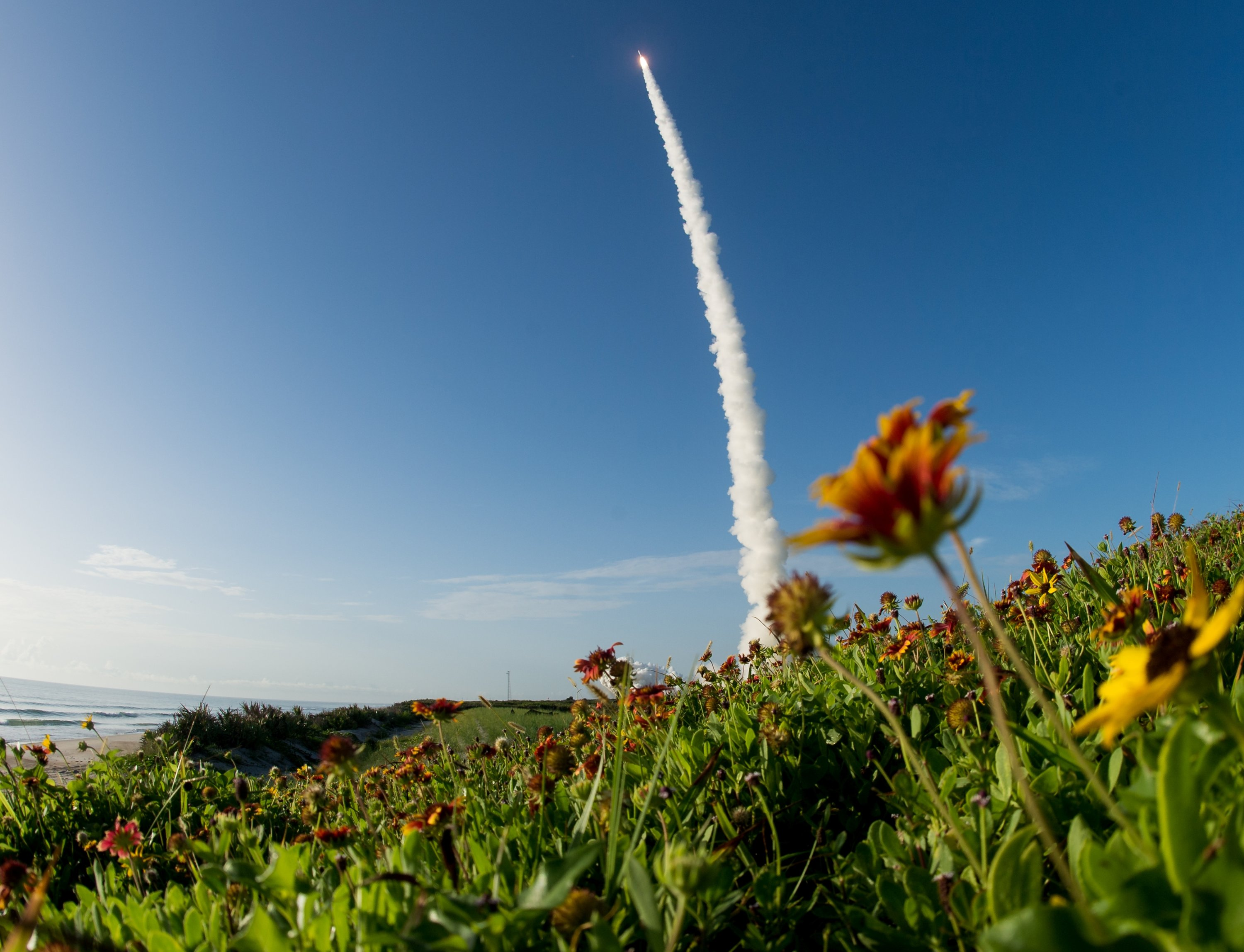 A United Launch Alliance Atlas V rocket carrying NASA's Mars 2020 Perseverance Rover vehicle takes off from Cape Canaveral Air Force Station in Cape Canaveral, Florida, U.S. July 30, 2020. (NASA/Joel Kowsky/Handout via REUTERS)