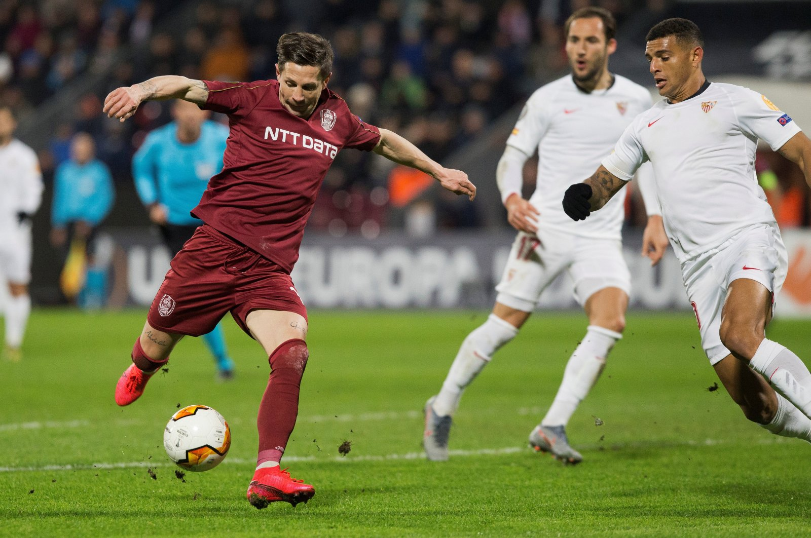 CFR Cluj's Ciprian Deac shoots at goal in Europa League Round of 32 First Leg match against Sevilla at Dr. Constantin Radulescu Stadium, Cluj-Napoca, Romania, Feb. 20, 2020. (Reuters Photo)