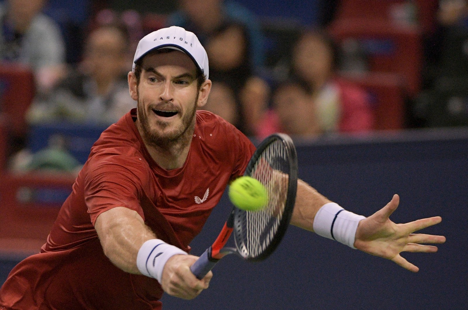 Andy Murray of Britain hits a return against Juan Ignacio Londero of Argentina during their first-round men's singles match at the Shanghai Masters tennis tournament in Shanghai, Oct. 7, 2019. (AFP Photo)