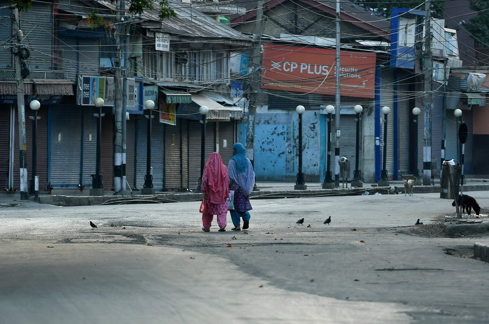 Women walk before a curfew is imposed by the Indian government, Srinagar, Jammu and Kashmir, Aug. 4, 2020. (AFP Photo)
