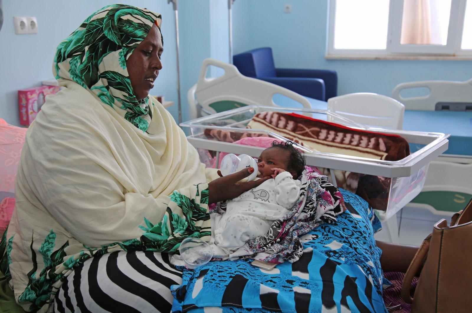 A woman feeds her baby in the Recep Tayyip Erdoğan Hospital, Mogadishu, Somalia, March 1, 2018. (AA Photo)