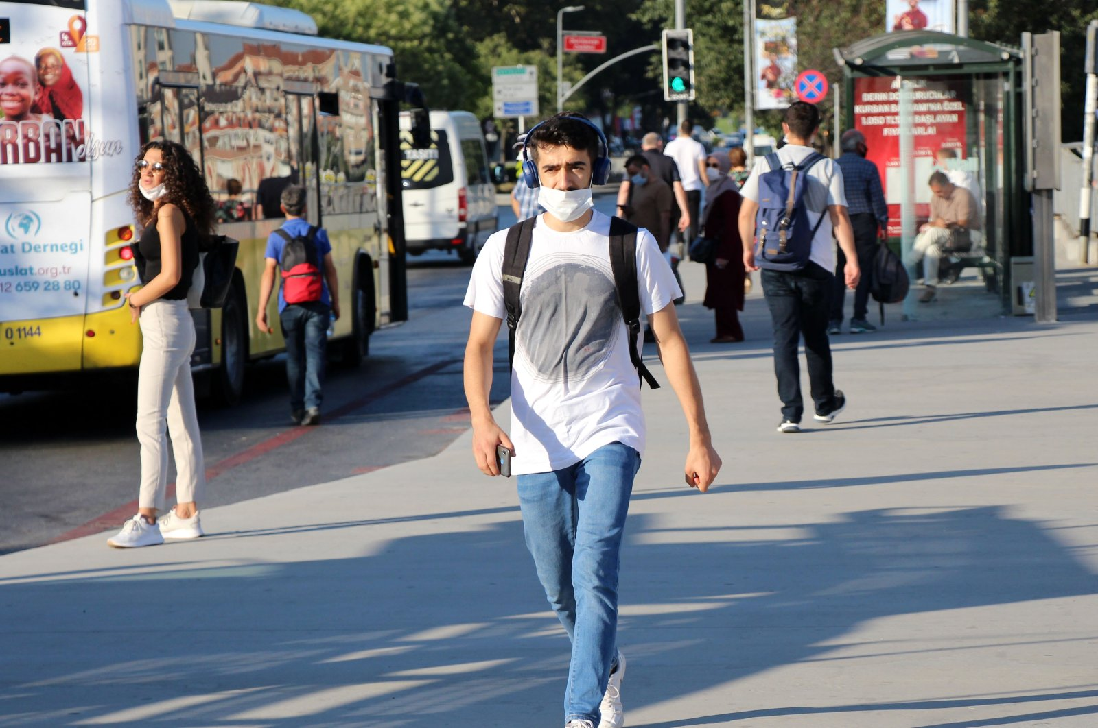 A man wearing a face mask walks on a street in Istanbul, Turkey, Aug. 4, 2020. (DHA Photo)