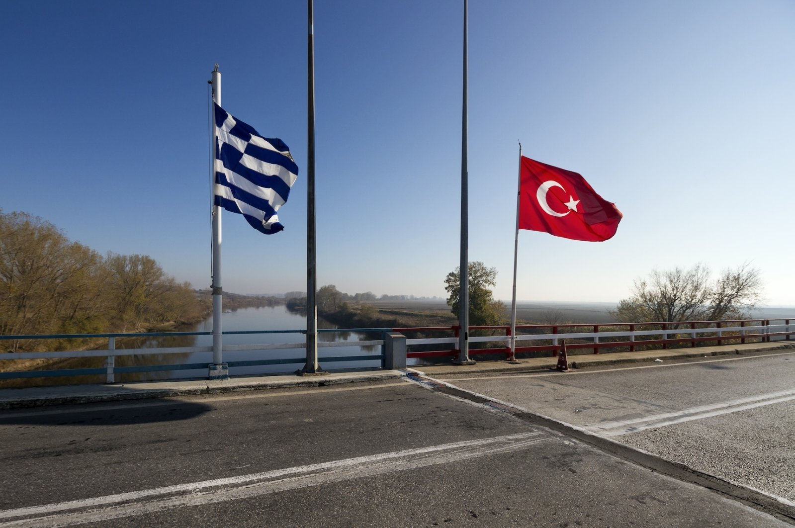 The Greek-Turkish border line right on the bridge over the Meriç river (Evros river in Greek), in Thrace region. The grey line on the road marks the exact point where the two countries meet. (Photo: yiannisscheidt / Shutterstock)