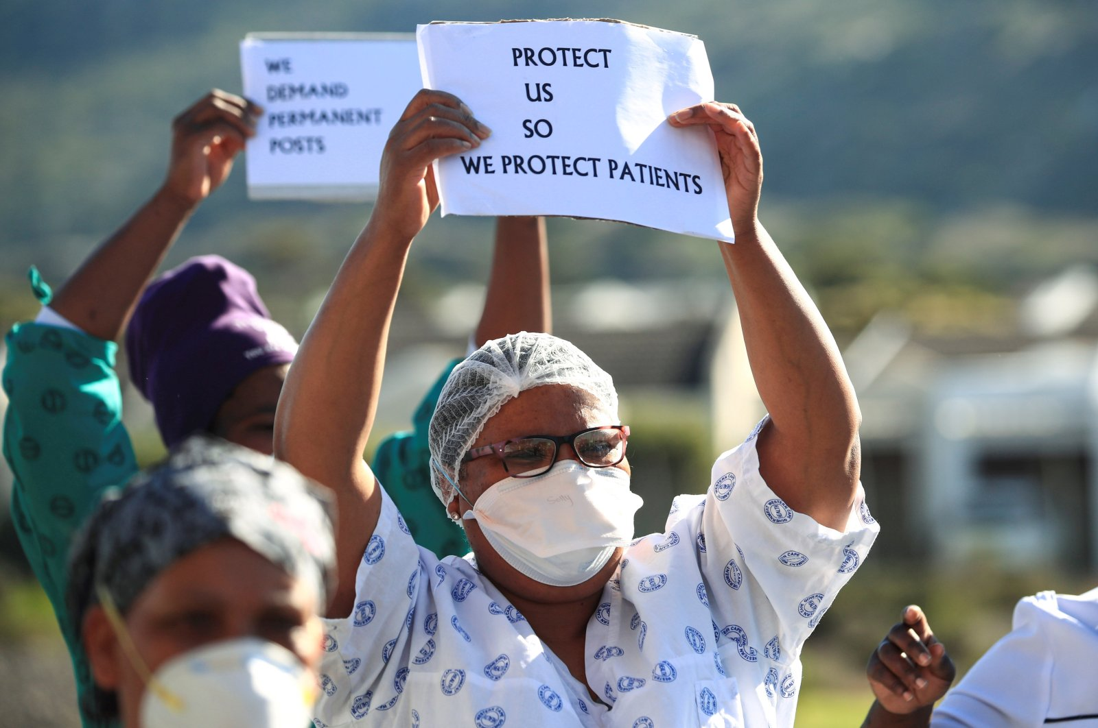 Health care workers protest over the lack of personal protective equipment (PPE) during the coronavirus outbreak outside a hospital, Cape Town, June 19, 2020. (REUTERS Photo)