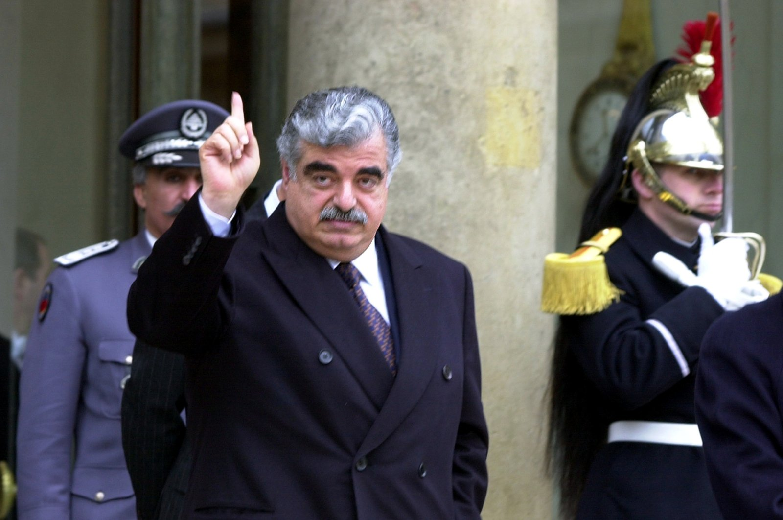 Lebanese Prime Minister Rafik Hariri leaves the Elysee Palace following a meeting with French President Jacques Chirac, Paris, Feb. 27, 2001. (REUTERS Photo)